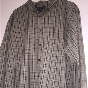 Men's size large Van Heusen button up shirt